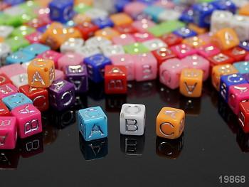 Pestrobarevný MIX korálky písmenka A-C mix, bal. 20ks