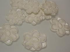 Nažehlovačka kytička 3D smetanová