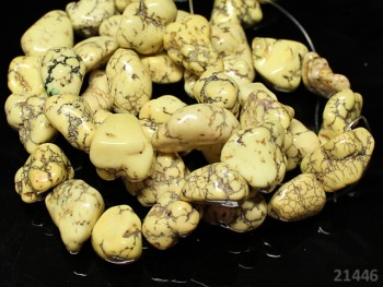 Přírodní minerál HOWLITE žluté valounky