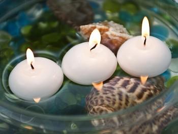 BÍLÁ slavnostní svíčka plovoucí 40mm