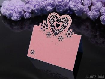 RŮŽOVÉ luxusní PERLEŤOVÉ svatební jmenovky ke stolu srdce