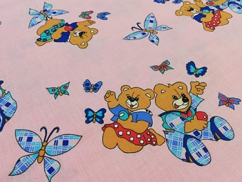 Látka bavlna medvídci / motýlci na RŮŽOVÉM